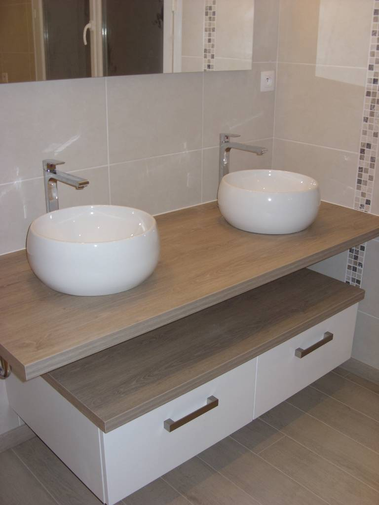 R alisation d 39 une salle de bain avec une cabine de douche for Plomberie et salle de bain